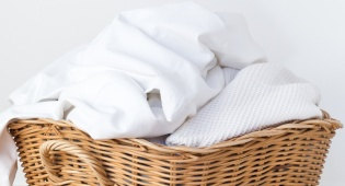איך לשמור על כביסה לבנה כמו שלג