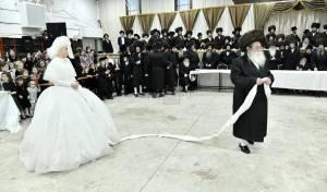 חתונת מכנובקא בעלזא במצווה טאנץ, ארכיון