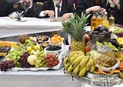 """ט""""ו בשבט: החג שהאדמו""""רים אוהבים • צפו"""