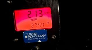"""נהג נתפס """"טס"""" בנתיבי איילון על 213 קמ""""ש"""