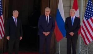 פוטין וביידן בכניסה למפגש