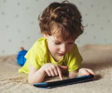 כך משבש הסמארטפון את מוחם של בני שלוש