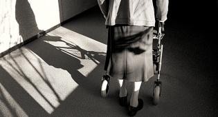 קשיש. אילוסטרציה - עשרות ביקורות פתע בבתי אבות בכל הארץ
