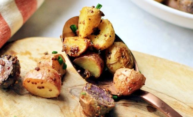 תפוחי אדמה בייבי אפויים שהולכים עם כל מנה