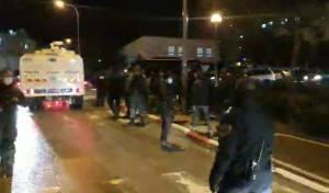 שוטרים פשטו על חתונות; מהומות במקום