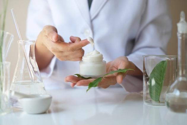 9 טעויות נפוצות שרופא העור שלכם רוצה שתפסיקו לעשות