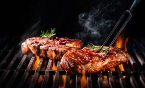 """מסעדת בשרים. קורוס על האש. אילוסטרציה - מסעדת קורוס על האש בכשרות המהודרת בד""""ץ קהילות"""
