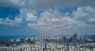 שמי תל אביב מעוננים