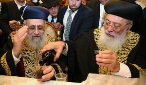 """תמונת השלום בחתונת בת הגר""""י יוסף"""