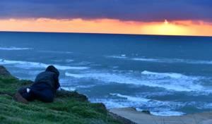 חוף הרצליה בשקיעה חורפית וצבעונית