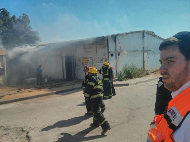 תיעוד: בית הכנסת נשרף, הספרים ניצלו