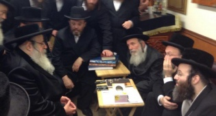 צפו: ניחום אבלים אצל הרבי מבעלעד