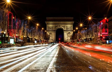 השדרה המפורסמת - פיגוע בפריז: שוטר נרצח בשאנז אליזה