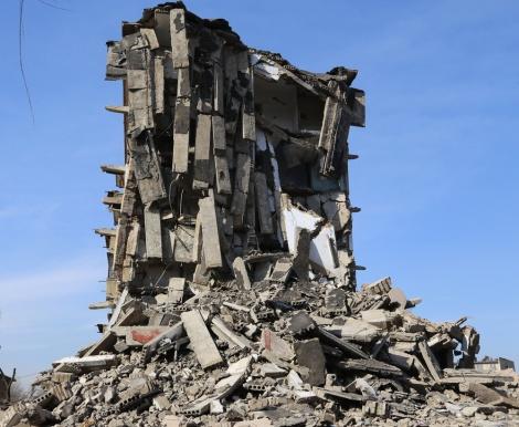 הדייר המוגן התפנה, אך הבניין קרס. אילוסטרציה - בניין קרס: מה יעלה בגורלו של דייר מוגן?