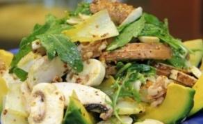 בוקר בריא: סלט אבוקדו ופטריות
