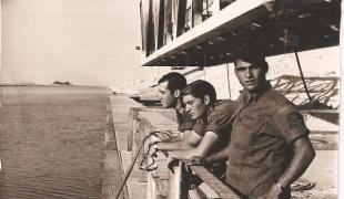 חיילים ישראליים על גשר פירדאן בתעלת סואץ