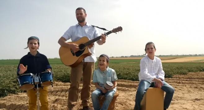 עמיקם נחושתן והילדים - 'עלינו ועל אוהלנו'