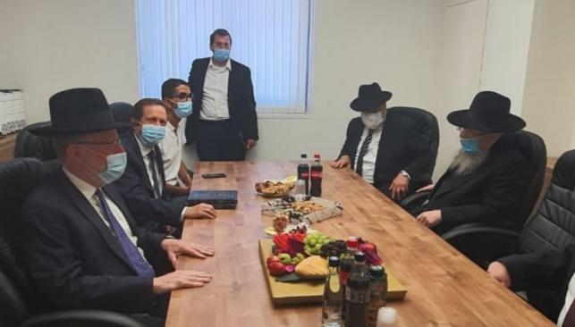 יצחק הרצוג ביקר במשרדי 'וועד הישיבות'
