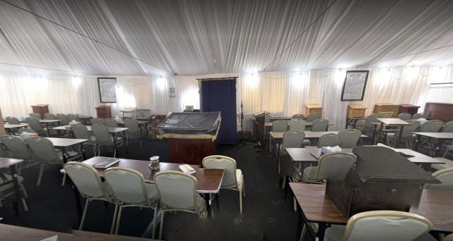 בית כנסת במונסי שפועל בתוך אוהל