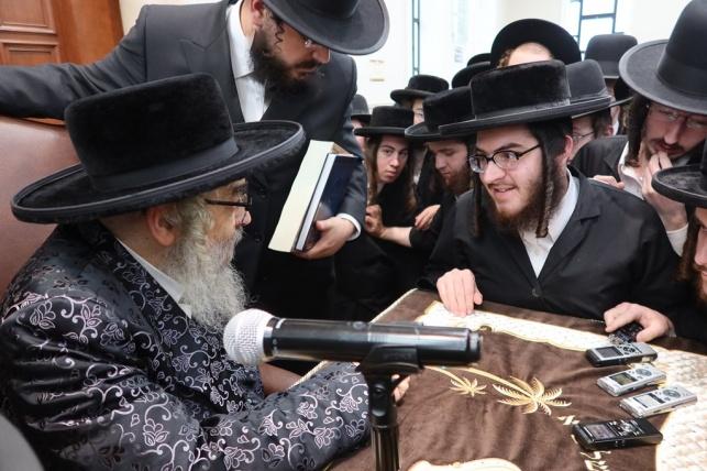 הרבי מסאטמר שוחח בלימוד עם הבחורים