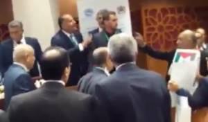 מביך: עמיר פרץ גורש בצעקות מהפרלמנט