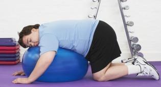 לחזור לפעילות ספורטיבית. גם עצלנים יכולים. אילוסטרציה - איך להתעמל במשרד וברכב ולהרגיש טוב עם עצמנו?