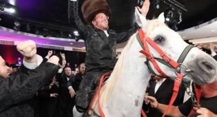 החתן יצא מהחדר ייחוד - והופתע לגלות... סוס