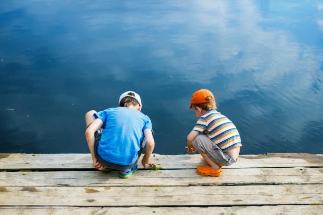 איך מזהים עקמת אצל ילדים ולמה ללכת זקוף? אילוסטרציה