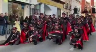 זעם בספרד: רקדנים במדים נאציים בקרנבל