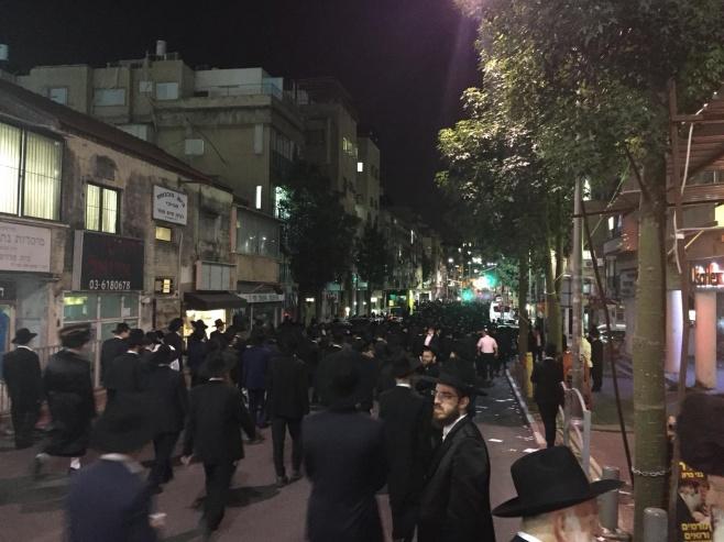 """הלווית הגאון רבי יאיר ישראלי זצ""""ל בבני ברק"""