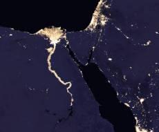 ישראל מוארת לצד המדינות החשוכות - כך נראה כדור הארץ מהחלל בשעות הלילה