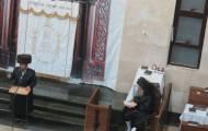רב קהילת חסידי צאנז מסר שיעור תורה בויז'ניץ