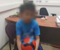 הנער בתחנת המשטרה