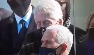 מביך: ביל קלינטון נרדם באמצע נאום הנשיא