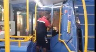התוקף באוטובוס