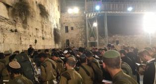 'נצח יהודה' מתפללים לשלום חברם שנפצע בבית אל