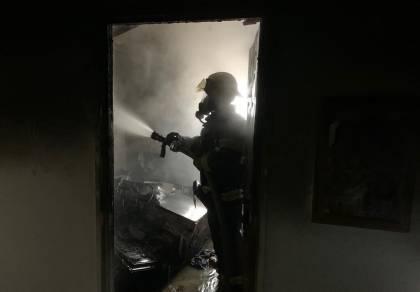 שריפה פרצה בנהריה: ילד ואימו נפצעו • צפו