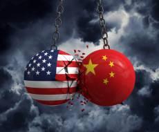 """מלחמת סחר, דגלי ארה""""ב וסין - אילוסטרציה"""