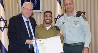 החייל המצטיין פונה מהחגיגה וזכה לטקס אישי