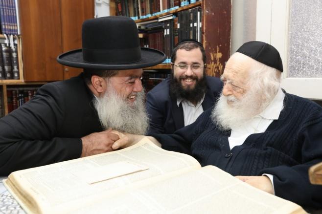 הרב יגאל כהן התברך אצל שר התורה. צפו