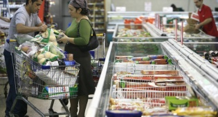 קניית מוצרי מזון. אילוסטרציה