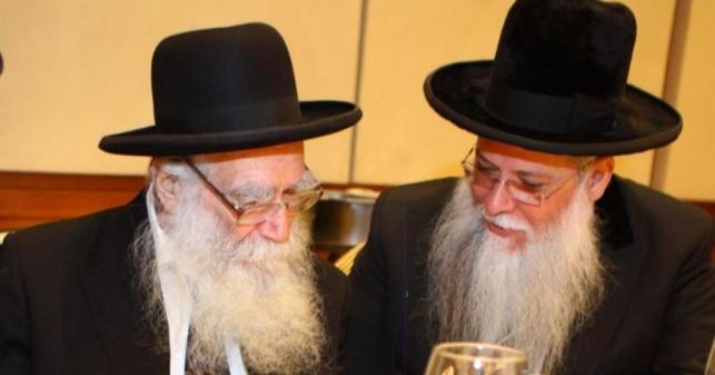 """הרב מלכא - מימין עם הגרי""""י יעקובוביץ זצ""""ל"""
