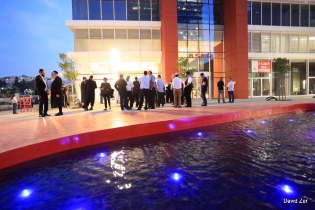 גלריה: נחנך הבניין הגדול ביותר בבני ברק