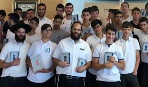 הרב בורודיאנסקי עם תלמידיו