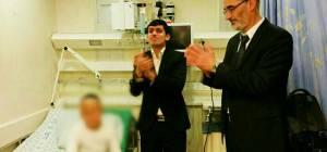 צפו: חברי מועצה ומידד טסה שרו לילדים חולים