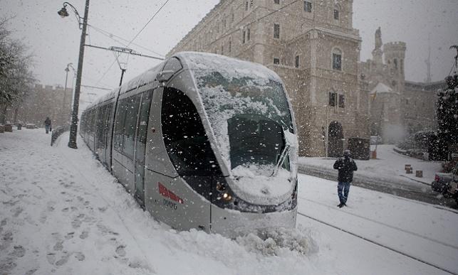 הרכבת הקלה בשלג