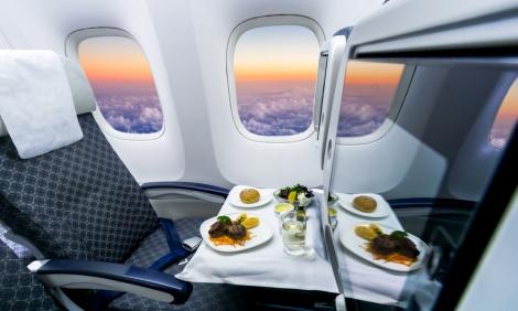 אילוסטרציה - נחשפה הסיבה: האוכל במטוס תפל בגללנו...