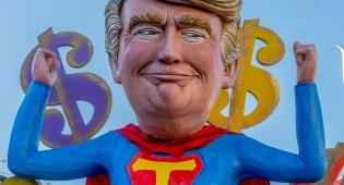 טראמפ יקרע חולצה, ויחשוף חולצת סופרמן
