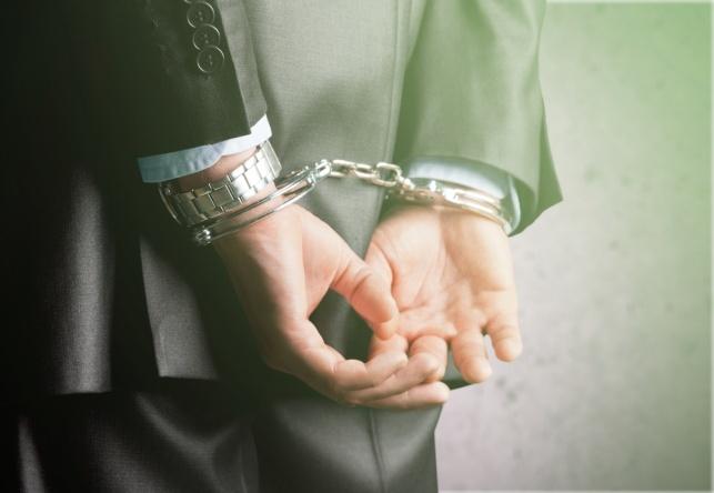 מיליארדר וארבעה חשודים עוכבו לחקירה