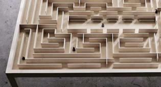 שולחן מבוך מקורי של המעצב בנג'מין נורדסמק
